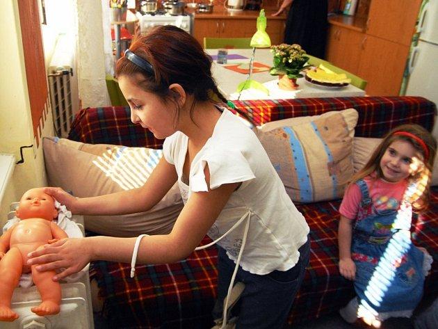 """Klokánek funguje na principu malé rodiny. Jedna """"teta"""" se stará většinou o čtyři děti."""