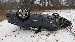 Nehoda Volkswagenu Passat v sobotu 11. února v Jeseníku.