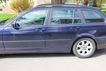 Auto poničené vandalem v noci na 9. dubna v Šumperku.