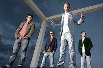 Videoklip šumperské skupiny O5&Radeček k jejímu hitu O půl pátý zabodoval v televizní hitparádě Medúza.