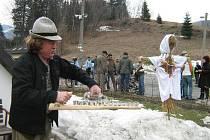 V Horní Lipové vyháněli v sobotu zimu ze vsi