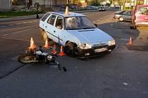 Těžké zranění utrpěl řidič motocyklu při nehodě, která se stala ve středu 15. května ráno v České Vsi. Řidič Škody Forman nedal při odbočování doleva přednost protijedoucímu motocyklistovi.