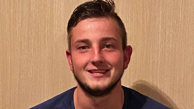 Pavel Novák mladší nasázel o víkendu Leštině v dresu Oskavy pět gólů. V zápase se trefil i jeho otec a strýc dostal červenou kartu.