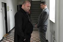 Michal Jehurnov (vlevo), který nyní pracuje jako instruktor v autoškole, a Jakub Kunčar, jenž působí na exekučním úřadě, si v pátek u Krajského soudu v Ostravě vyslechli zprošťující verdikt.