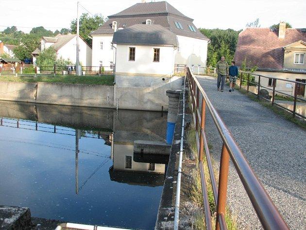 Znečištěná voda odtekla do polska.