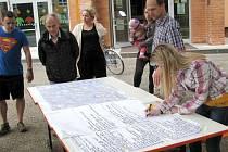 Obyvatelé sídliště Severovýchod mohli sami přijít s nápady, jak vylepšit prostředí, v němž žijí. Možnosti využilo několik desítek lidí. Město jejich podněty využije při plánované revitalizaci sídliště.
