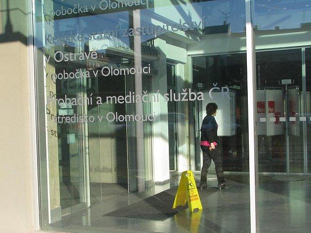 Vchod do budovy olomouckého krajského soudu