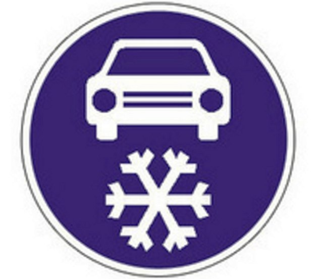 Nová dopravní značka, která upravuje vjezd na pozemní komunikaci jen se zimním obutím, začne platit na vybraných úsecích již od prvního listopadu.