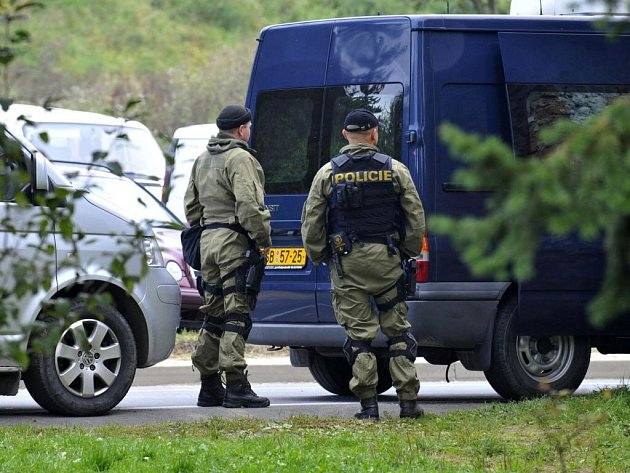 Policie vyšetřuje na místě tragické potyčky mezi motorkáři v Libině