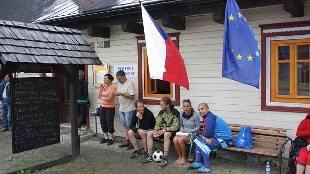 Volební místnost v osadě Rejvíz u Zlatých Hor.