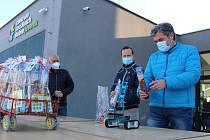 Mikulášskou nadílku seniorům v Jeseníku předal robot a dron