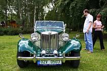 V Mohelnici se uskutečnila přehlídka historických aut a motocyklů.