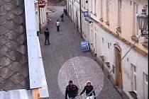 Záběr svědků z bezpečnostní kamery