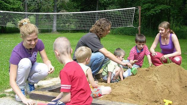 Pomáhat s péčí o děti, opravovat hrady, budovat parky. To je jen krátký výčet projektů, do kterých se zdarma na celém světě zapojují dobrovolníci přes mezinárodní sdružení INEX