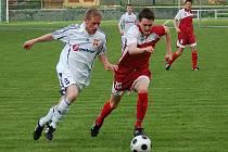 Fotbalisté Mohelnice doma překvapivě podlehli Kralicím (červené dresy)