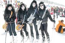 Snímek z loňského karnevalu na lyžích, který se konal ve skiareálu Kareš v Koutech nad Desnou