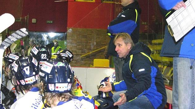Jiří Güttler (nahoře) ještě s Jiřím Otoupalíkem v jednom z prvoligových utkání.