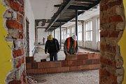 Přestavba Masarykovy školy v Šumperku, stav 23. března.