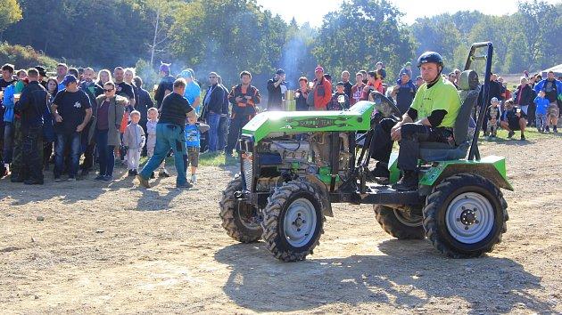První ročník traktoriády v mohelnických lomech.