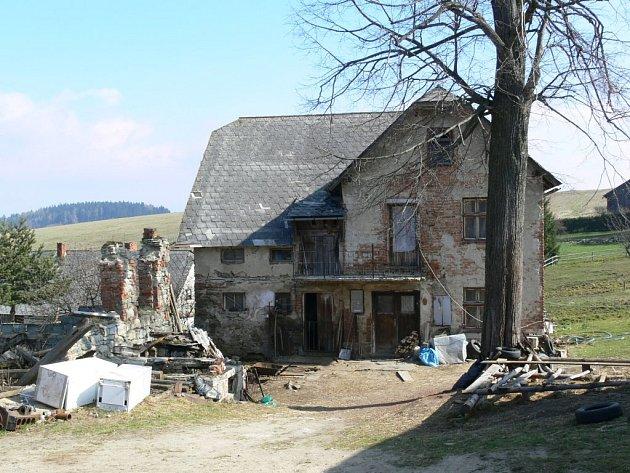 Rodinný dům v Kopřivné, který se stal dějištěm brutální vraždy.