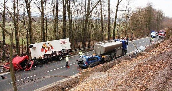 Havárie dvou osobních aut a dvou náklaďáků uVyšehoří na Šumpersku