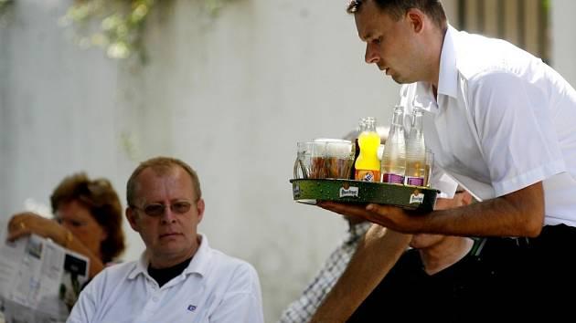 Policie bude o víkendu kontrolovat, zda se neprodává alkoholik mladistvým.