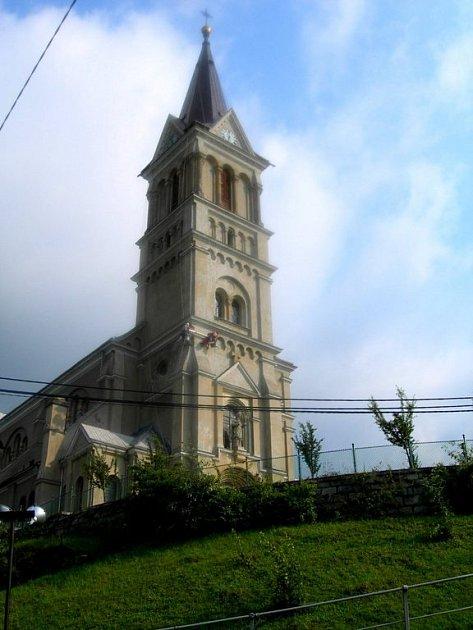 Památka září novotou. Věž mikulovického kostela se dočkala nové fasády.