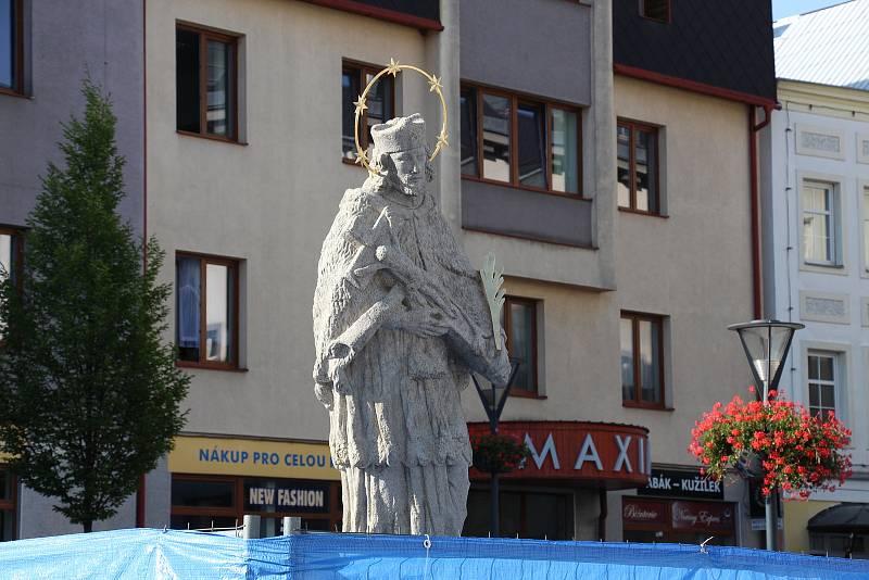 Socha svatého Jana Nepomuckého na Masarykově náměstí v Jeseníku - odhalení v roce 2017