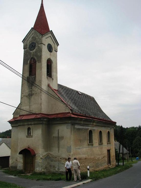 Kostelu v Pobučí se málem zřítila jižní obvodová stěna.