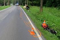 Srážka fabie s motorkářem u Branné