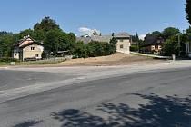 Místo v Rudě nad Moravou, kde stával hostinec Na Lapaču. Srpen 2020