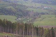 Rozhledna Stříbrná Twiggy mezi Hynčicemi pod Sušinou a Stříbrnicemi na Šumpersku. Pohled na Stříbrnice - Nový Rumburk.