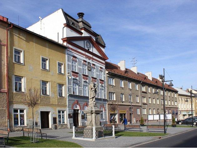 Centrum Zlatých Hor s budovou radnice