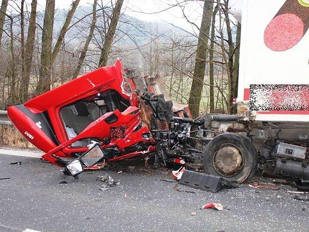Havárie dvou osobních aut a dvou náklaďáků u Vyšehoří na Šumpersku