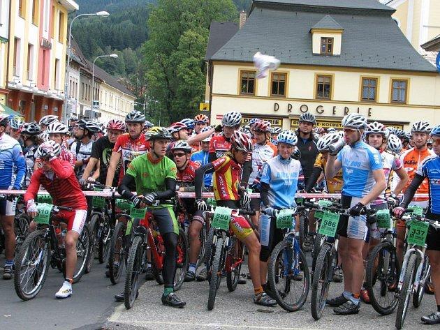Na start Priessnitzovy šedesátky se v Jeseníku postavilo rekordních 676 milovníků cyklistiky.