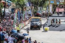 Tatra, kterou pilotoval v Rallye Dakar andorrský vozíčkář Albert Llovera, při technické přejímce před startem nejnáročnější soutěže světa. V sobotu 25. června ji budou moci vidět diváci v Moravičanech, odkud pochází mechanik Jaromír Martinec