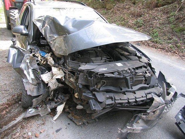Řidič havaroval nedaleko Jedlí, příčinou nehody byla vysoká rychlost.