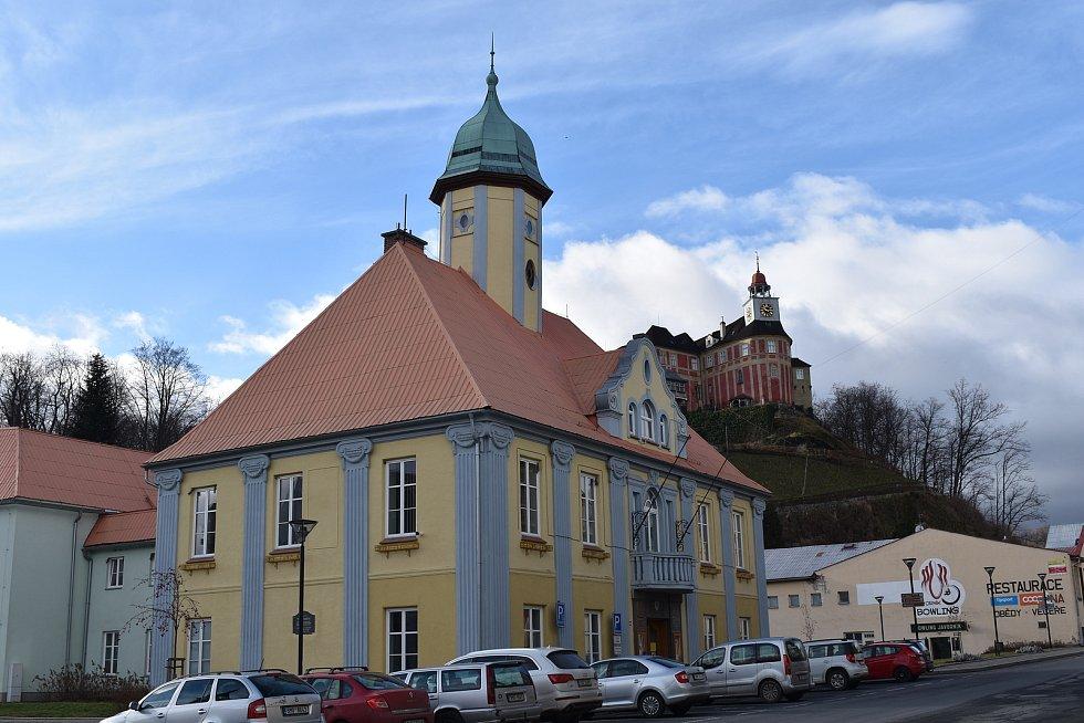 Město Javorník. Radnice a zámek Jánský vrch