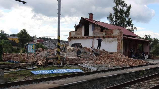 Demolice nádraží ve Starém Městě, snímek ze soboty 9. července.