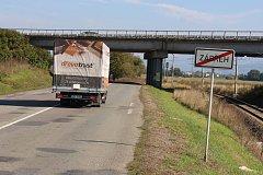 Most přes Postřelmovskou ulici a železniční trať do Šumperku je starý asi jen 30 let, přesto potřebuje zásadní rekonstrukci.