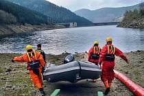 Cvičný zásah hasičů při simulované ekologické havárii v elektrárně Dlouhé Stráně.