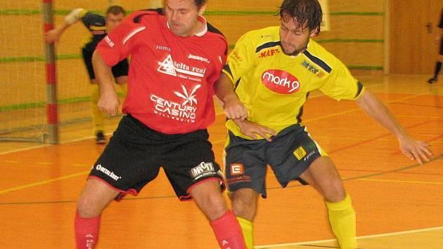 Futsalisté šumperské Delty (v červeném) proti Mělníku