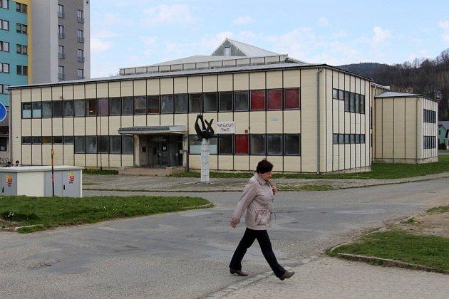 Sportovní hala v Jeseníku, stav v dubnu 2015.
