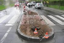 Takhle to vypadalo, když se před časem objevil ostrůvek v Lidické ulici: řidiči ho zpočátku přehlíželi.