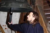 Redaktor Deníku se mohl v neděli 7. dubna na jeden den stát zvoníkem v kostele svatého Bartoloměje v Zábřehu a svolat věřící na ranní bohoslužbu.