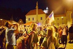Přivítání zlatého školního týmu basketbalistek v rodném Javorníku na náměstí.
