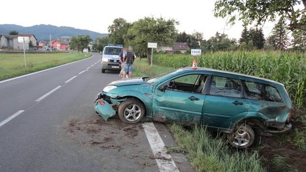 Opilý řidič fordu havaroval ve čtvrtek 20. srpna u Rapotína.