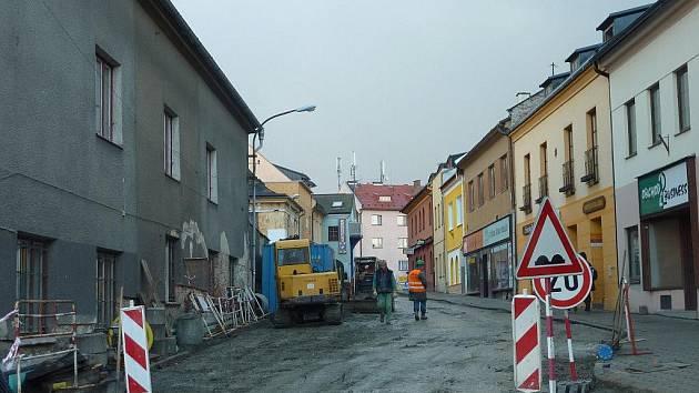 Komenského ulice v Zábřehu je už průjezdná, stavební práce skončí o víkendu 10. a 11. prosince