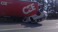 Srážka osobního auta s kamionem u Studené Loučky 13. října 2017