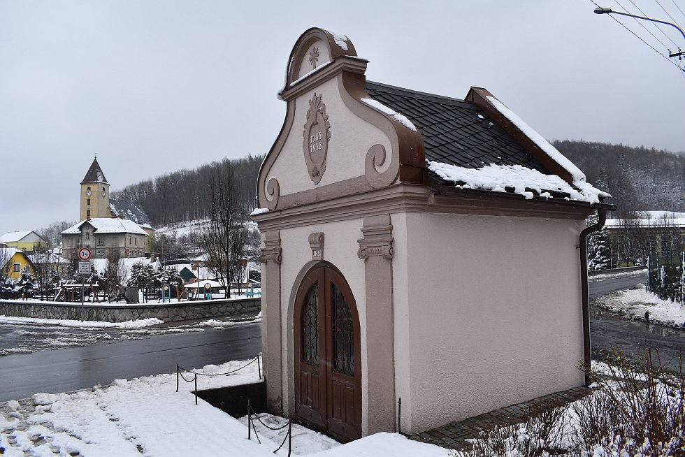 Vápenná - kaple a kostel